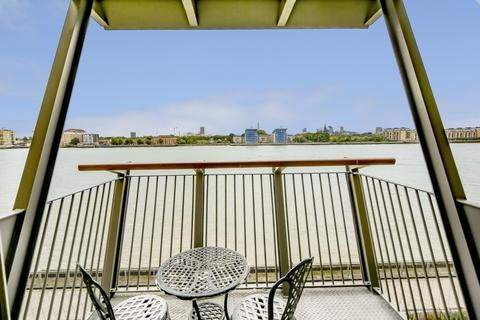 2 bedroom apartment to rent - Vanguard Building, Millennium Harbour, Westferry Road, E14