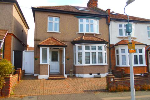 4 bedroom semi-detached house for sale - Gaynes Road, Upminster RM14