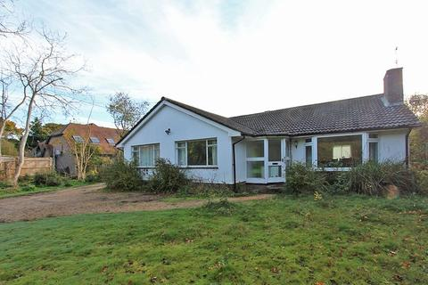 3 bedroom detached bungalow for sale - Sway Road, Brockenhurst