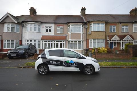 3 bedroom end of terrace house to rent - Waverley Avenue, Chingford, E4