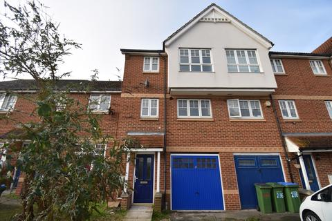 4 bedroom townhouse for sale - Greenhaven Drive London SE28