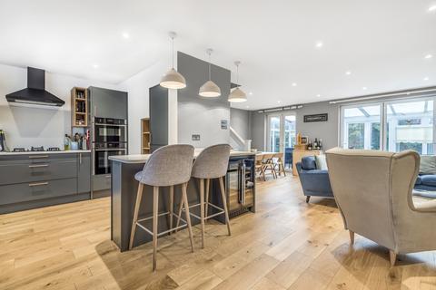 3 bedroom link detached house to rent - Messeter Place London SE9