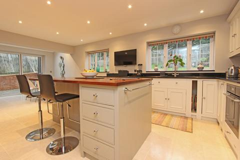 5 bedroom detached house for sale - Highview Close, Tadworth