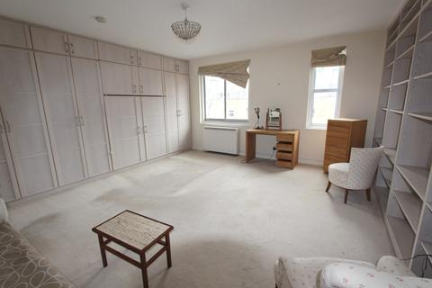 Studio to rent - Oakley Square, Mornington Crescent, NW1