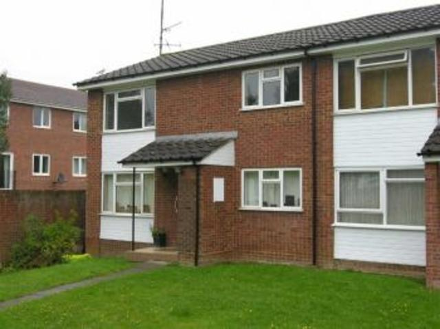 Outstanding two bedroom flat in dunmow court, on