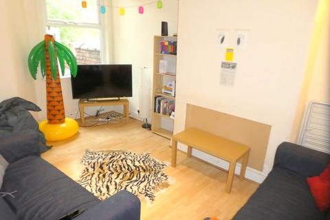 3 bedroom terraced house to rent - Redruth Street, Rusholme