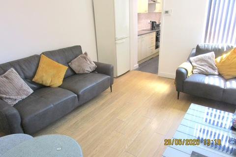 4 bedroom terraced house to rent - Carnforth Street, Rusholme, Manchester