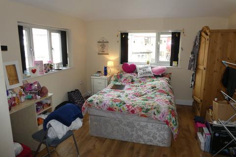 6 bedroom semi-detached house - Weld Road, Withington