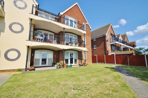 2 bedroom ground floor flat for sale - Admirals Walk, Shoeburyness