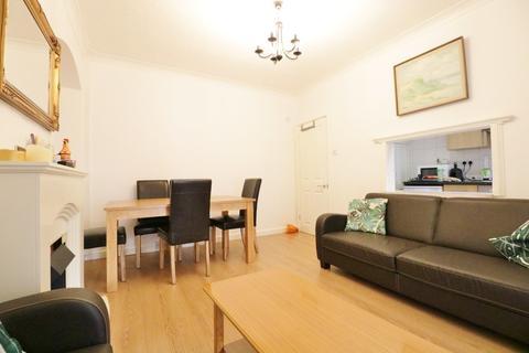 4 bedroom terraced house to rent - Bentworth Road, Shepherds Bush