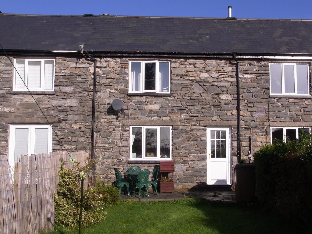 2 Bedrooms Terraced House for sale in Springfield Terrace, Blaenau Ffestiniog LL41