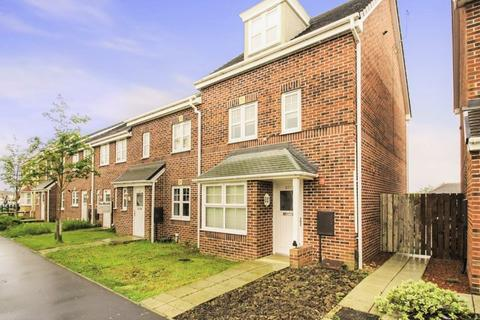 4 bedroom townhouse for sale - Piper Knowle Road, Stockton, TS19 8JQ