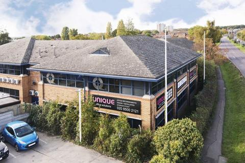 Office to rent - Ilford