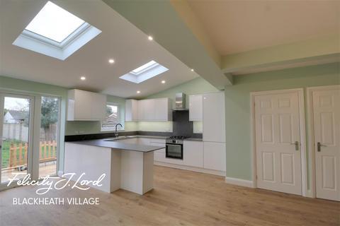 5 bedroom semi-detached house to rent - Broadwalk, SE3