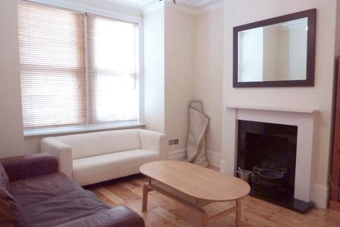 2 bedroom apartment to rent - Honeybrook Road, London, SW12