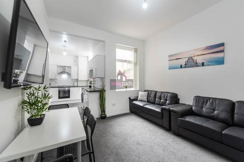 6 bedroom house to rent - Cardigan Street, Salford,