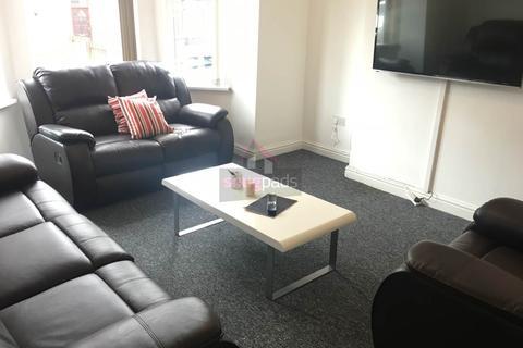 5 bedroom house to rent - Elleray Road, Salford,
