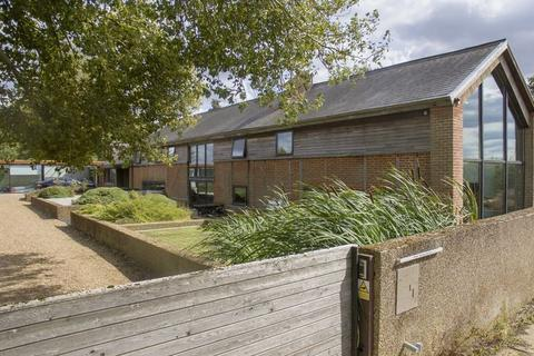 6 bedroom barn conversion to rent - Limbersey Lane, Maulden