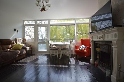 3 bedroom apartment for sale - The Drive, Walthamstow London E17 - Three Bedroom Maisonette