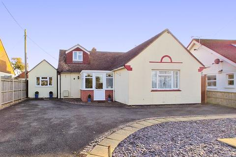 4 bedroom detached bungalow for sale - Pagham Road, Pagham, PO21