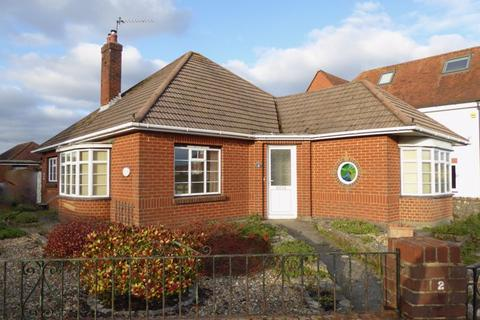 2 bedroom detached bungalow for sale - Strathmore Road, Bournemouth