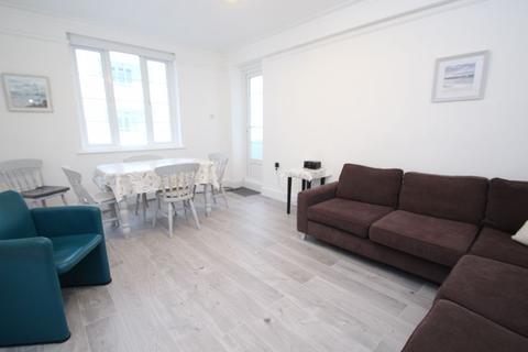 2 bedroom apartment to rent - The Parade, Cowes