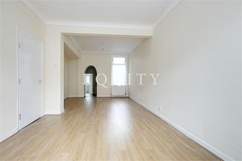 3 bedroom end of terrace house to rent - Montagu Road, LONDON, N18