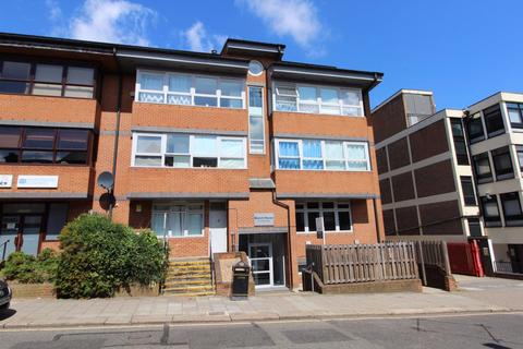 2 bedroom flat to rent - Beech House, Luton Town Centre - Ref:P1743