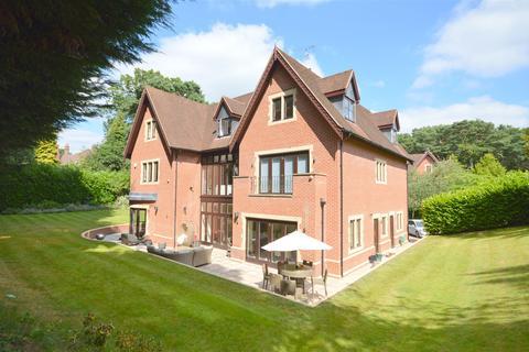 6 bedroom detached house to rent - Sandy Lane, Kingswood