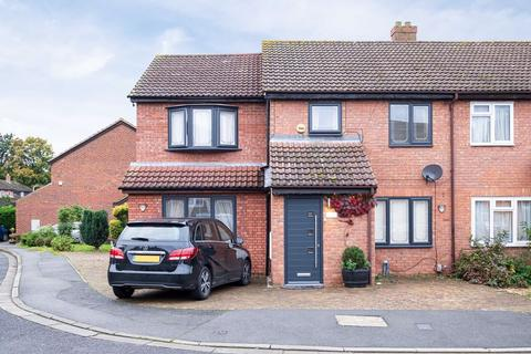 5 bedroom semi-detached house for sale - Stainby Close, West Drayton, Middlesex, UB7