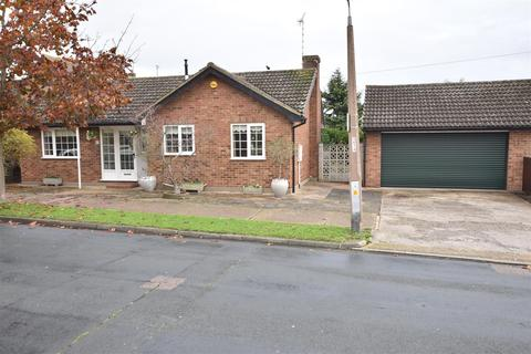 2 bedroom detached bungalow for sale - Elm View Road, Benfleet