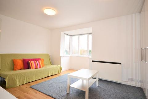 Studio to rent - Cotton Avenue, Acton