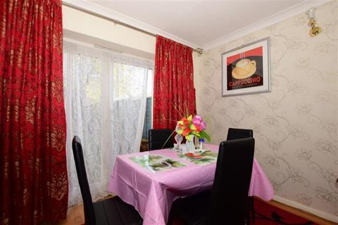 3 bedroom semi-detached house for sale - Broseley Gardens, Harold Hill, Essex