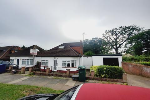 3 bedroom detached bungalow to rent - Fairmead Crescent, Edgware, HA8