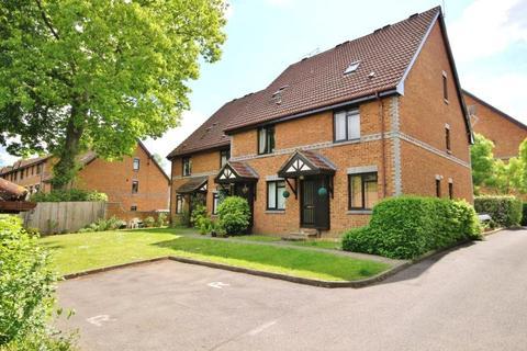 2 bedroom maisonette to rent - Tintagel Way, Woking, Surrey, GU22