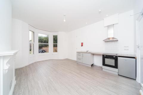 Studio to rent - Farncombe Road, Worthing, BN11