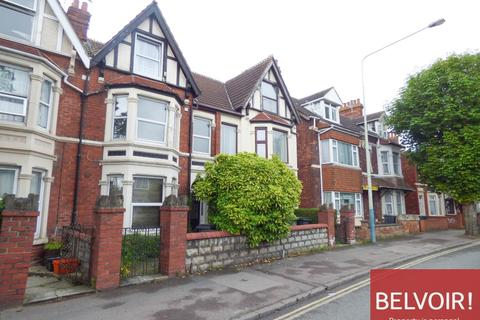 Studio to rent - County Road, Central, Swindon, SN1 2EE