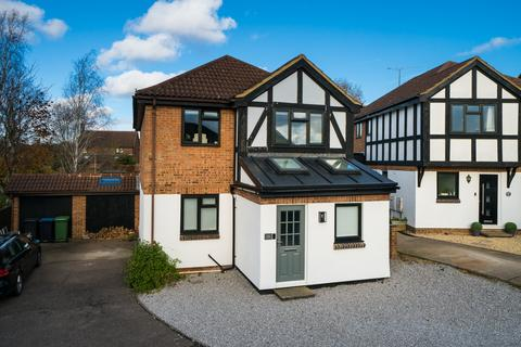 4 bedroom detached house for sale - Connaught Gardens, Berkhamsted, HP4