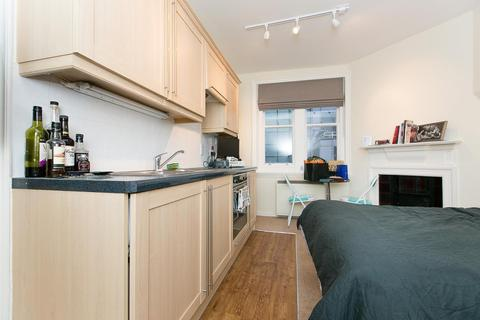 Studio to rent - Charing Cross Road, Covent Garden