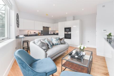 2 bedroom flat to rent - Sloane Gate House, D'Oyley Street, London, SW1X