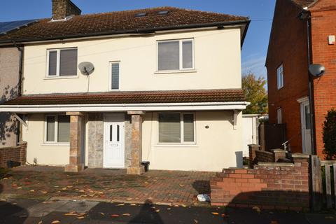 7 bedroom end of terrace house for sale - Mayfield Road, London, RM8