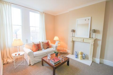 1 bedroom flat to rent - Brittany Road, St. Leonards-on-sea, East Sussex. TN38 0RA