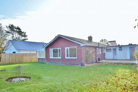 3 bedroom bungalow to rent - Highcliffe