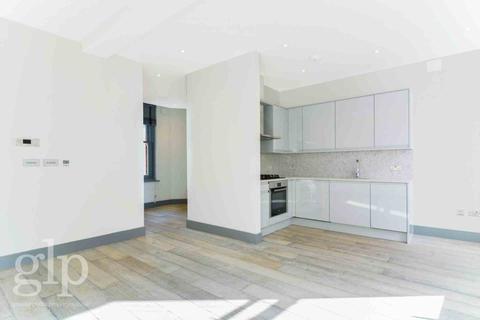 Studio to rent - Shaftesbury Avenue, Soho, W1D