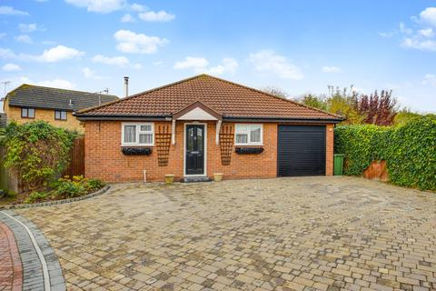 3 bedroom detached bungalow for sale - Denver Drive, Basildon