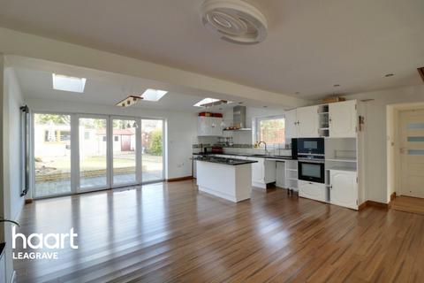 4 bedroom semi-detached house for sale - Chestnut Avenue, Luton