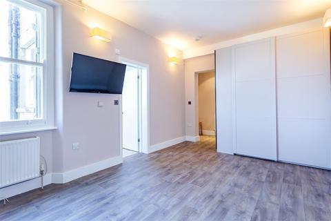 Studio to rent - Pennard Mansions, Goldhawk Road, Shepherd's Bush W12