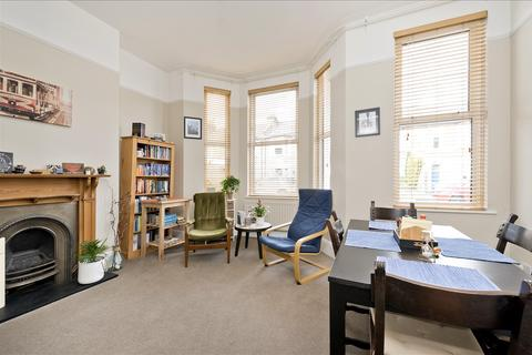 2 bedroom flat for sale - Hadyn Park Road, Shepherd's Bush W12