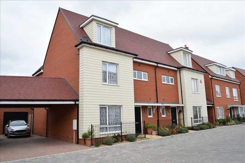 4 bedroom semi-detached house for sale - Fairway Drive, Chelmsford