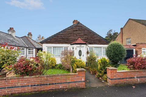 3 bedroom detached bungalow for sale - Senga Road, Hackbridge